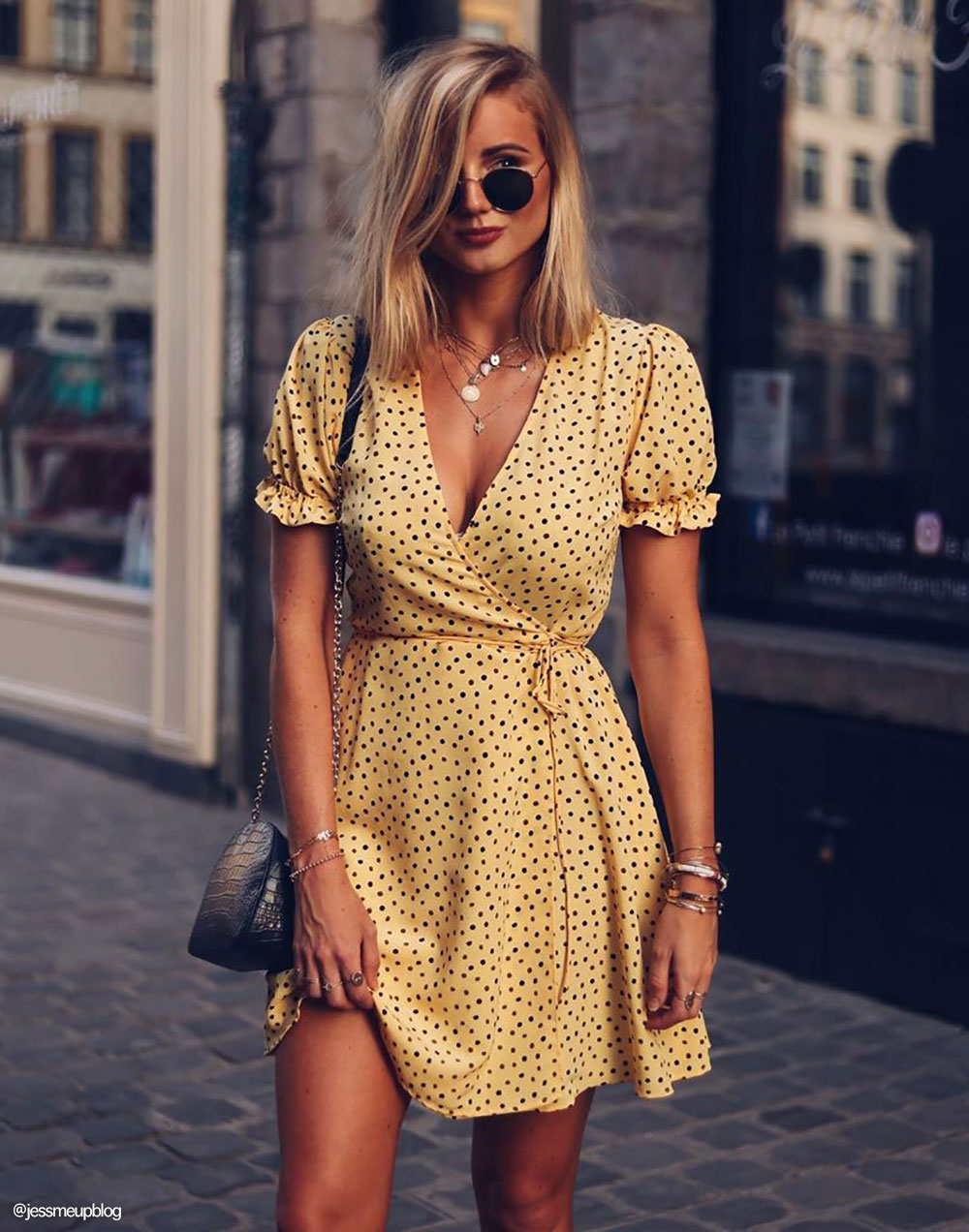 Color Shoes to Wear With a Yellow Dress