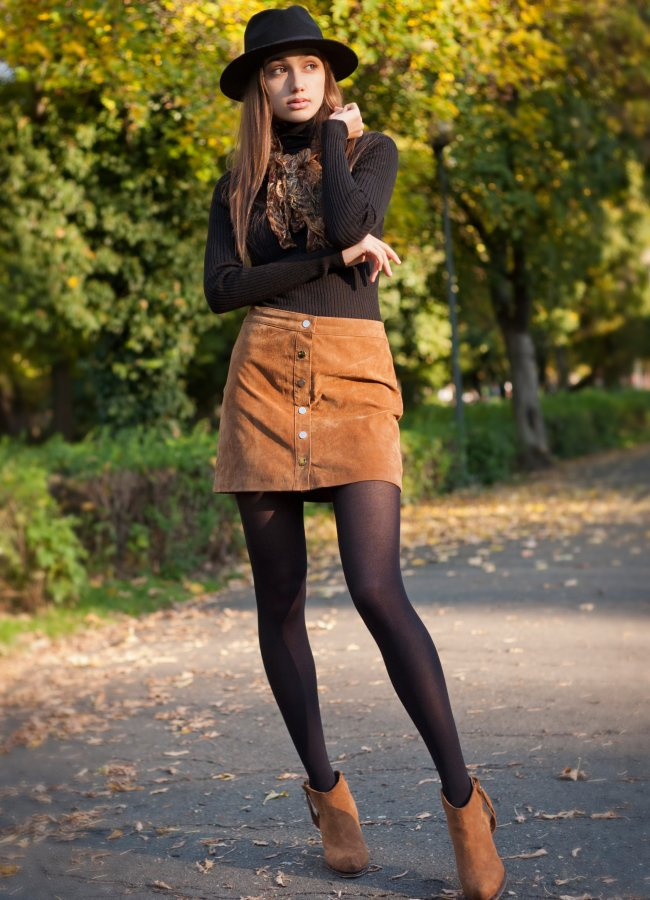 16 Cute Outfits With a Brown Skirt