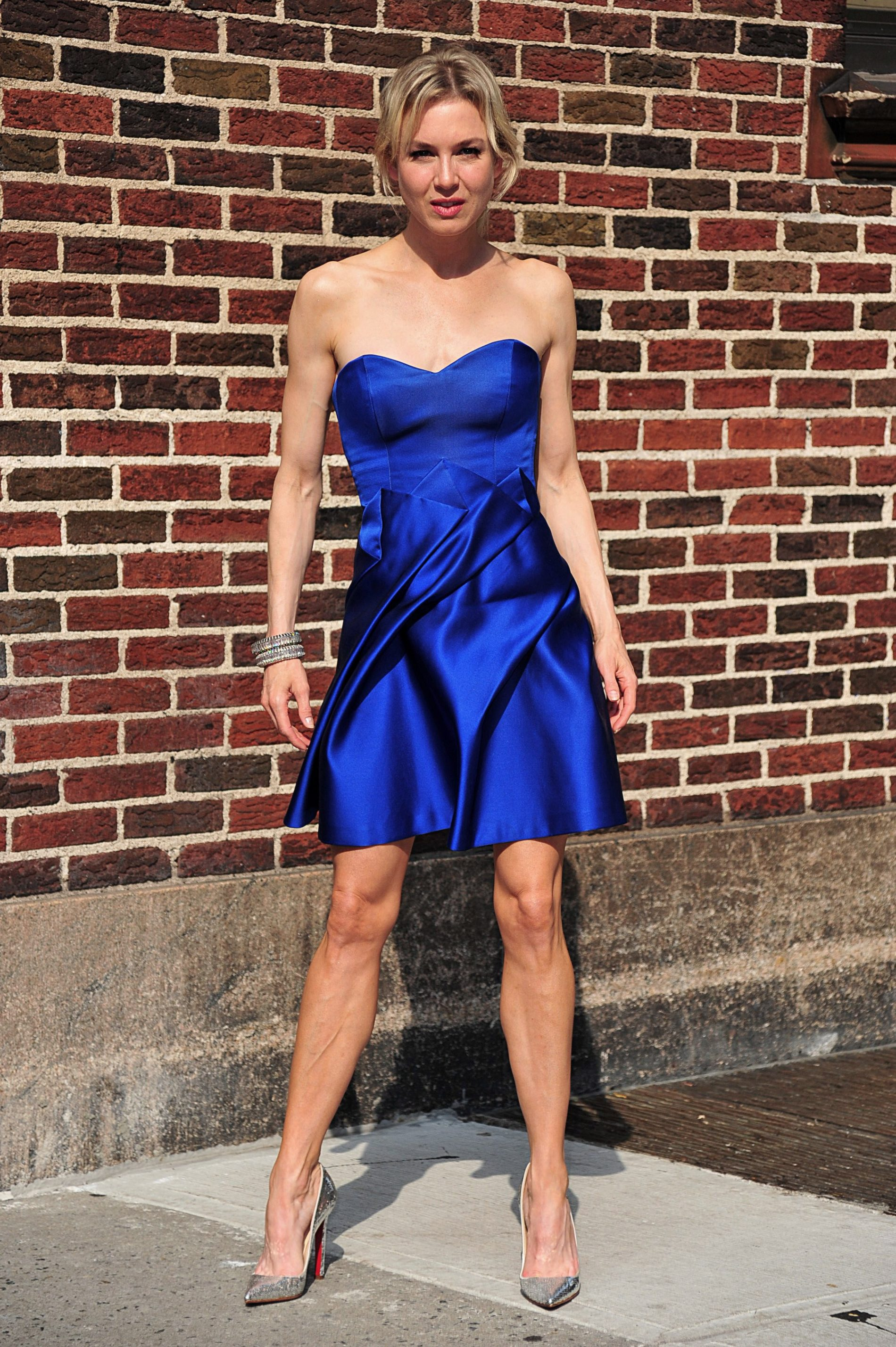 Best Shoes to Wear With a Cobalt Blue Dress
